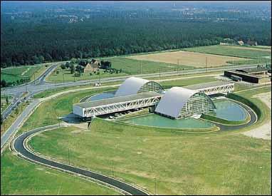 Archittetura in acciaio - Stazione per TGV, Lyon Satolas, Francia